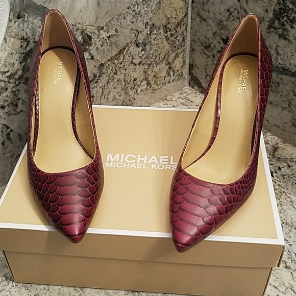 fe9637fbda73 Michael Kors Shoes